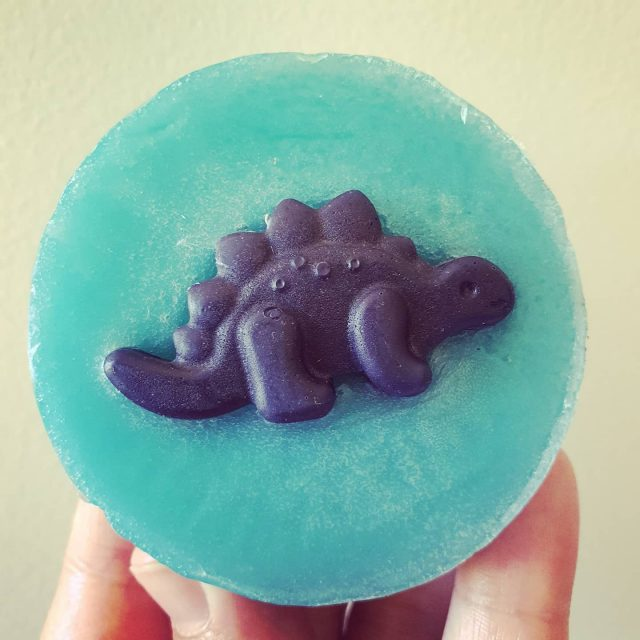 Looking for some cool DIY ideas for boys? How cute is this dinosaur embedded soap? Get you hands on the recipe in our new eBook, unicorns, cupcakes and bath bombs -out now Link in bio . . . . . . . #lowtox #lowtoxliving #cleanliving #cleanlivingmadesimple  #bloomingmandala #toxfree #chemicalfree #chemicalfreeliving #diyrecipes #essentialoils #doterraau #younglivingaustralia #toxfreeliving #toxfreehome #chemicalfreehome #chemicalfreebeauty #toxfreebeauty #toxfreepersonalcare  #gogreen  #diygifts #diygiftideas #zerowaste #zerowastegifts #meltandpoursoap