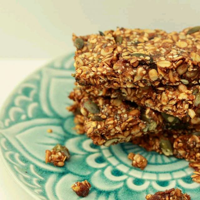 Is there anything yummier than a home made Muesli Bar?  I think not!  What's even better is our muesli bars are packed so full of goodness you wont feel guilty about popping them in the kids lunchbox!  Super simple to adapt the recipe to what you have in your cupboard, be sure to give them a go.  Let us know what nuts, seeds or extras your kids like you to put in ;) https://bloomingmandala.com.au/2018/07/04/the-best-healthy-muesli-bars/ - link in bio #wholefood #wholefoodkids #jerf #wholefoods #wholefoodsplantbased #cleanliving #cleanlivingmadesimple  #bloomingmandala  #healthykids #plantbasedfood #toxfree #chemicalfree #healthymueslibars #foodforkids #foodforkidshealth #glutenfreerecipes #glutenfree #healthybaking  #wholefoodmueselibars