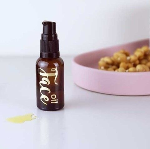 I am lazy with my beauty routine, I mean who has time to apply anti-ageing moisturiser and wait for it to soak in???  No one wants to lay down on their pillow too soon after applying and wake up to a greasy pillowcase!... Ewww!  Fear not, the oils used in this serum soak in fast and don't leave you with a greasy feeling face, or a greasy pillow!  Best of all they help your skin look youthful, stay hydrated, and at a fraction of the cost of the chemical-laden store brought counterparts... Winning!!  Give it a whirl and please let us know what you think!!  Don't forget you can get your DIY supplies from our online store link in bio #Lowtox #lowtoxliving #cleanliving #cleanlivingmadesimple #bloomingmandala #toxfree #chemicalfree #chemicalfreeliving #diyrecipes #essentialoils #doterraau #younglivingaustralia #toxfreeliving #chemicalfreebeauty #toxfreebeauty #toxfreepersonalcare #nochemicals #greenproducts #environmentallyfriendly #diymakeup #diyskinscare #homemadeskincare #sustainableskinperth #nontoxicskincare #greenbeautylover #organicbeauty #naturalbeautyproducts