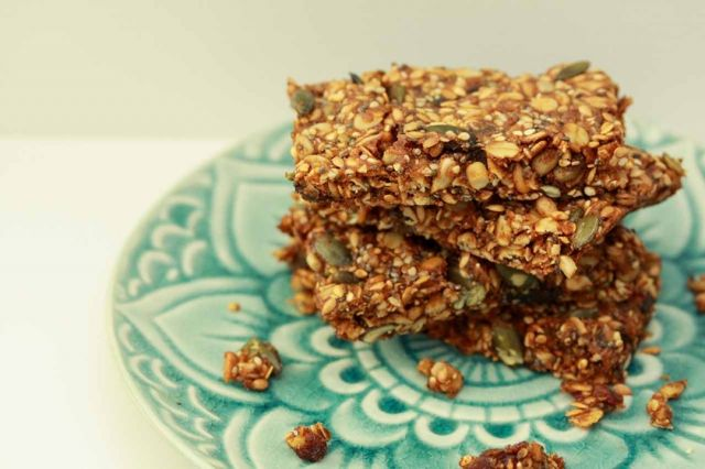 Is there anything yummier than a homemade Muesli Bar? We think not!  These muesli bars are packed so full of goodness and are freezer friendly making them the perfect lunchbox treat!  Super simple to adapt the recipe to what you have in your cupboard, be sure to give them a go.  Let us know what nuts, seeds or extras your kids like you to put in ;) link in bio . . . . . #wholefood #wholefoodkids #jerf #justeatrealfood #wholefoods #wholefoodsplantbased #cleanliving #cleanlivingmadesimple  #bloomingmandala  #healthykids #plantbasedfood #toxfree #chemicalfree #wholefoodsplantbased #foodforkids #foodforkidshealth #glutenfreerecipes #glutenfree #healthybaking #bakinglove #bakingday #bakingisfun #bakingathome #bakingrecipes #bakingwithlove #bakingwithkids #healthysnacks #healthysnaksforkids #healthysnackideas #healthysnackstogo