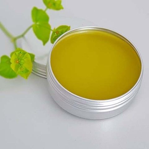 Naked Olive Oil Salve Olive oil salves or balms are great to have on hand to soothe skin ailments.  This is a naked olive oil salve as there are no herbs or essential oils added, leaving you free to customise it to your needs.  However, even in this naked state, this olive oil salve provides healing and moisturising properties without anything extra. Many salve recipes include coconut oil, shea butter or cacao butter, but I like the simplicity of this naked olive oil salve recipe.  Even more importantly we LOVE the feel of this balm!  It feels so luxurious and silky and leaves your skin lovely and soft.  You can pimp up this Olive oil salve to suit your needs.  I find the simplest way is to make a large batch and when you need a salve for a specific application just melt a small amount in a double boiler, and add essential oils ⭐️Sleepy-time Balm - add lavender and roman chamomile essential oils ⭐️Ouch Balm - add a blend of Lavender, Helichrysum, Tea-tree, Oregano, German Chamomile or Frankincense essential oils ⭐️Dry Skin Balm - add a blend of Cedarwood, Palmarosa, Lavender, Geranium or Roman Chamomile  ⭐️Chest Rub Balm - Add your favourite blend of congestion-busting oils like Ravintsara, Wintergreen (not on kids), Oregano, Thieves, RC, Eucalyptus, Frankincense, Lavender, Rosemary or tea-tree Don't forget you can get all your DIY supplies from our online store  link in bio